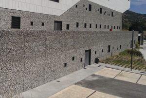 gaviones ejecutados con malla electrosoldada con funcin de revestimiento de fachadas proporcionando un acabado esttico y funcional con un alto grado de - Muro De Gaviones